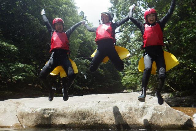 【愛媛・キャニオニング】5つの巨大スライダーに挑む!滑床渓谷キャニオニング(1日)
