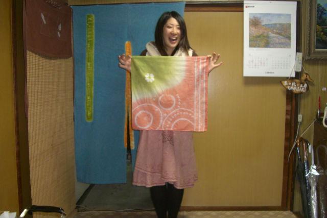 【京都市・染物体験】手軽さが魅力。京鹿の子絞りの技法を使ってハンカチを染めよう