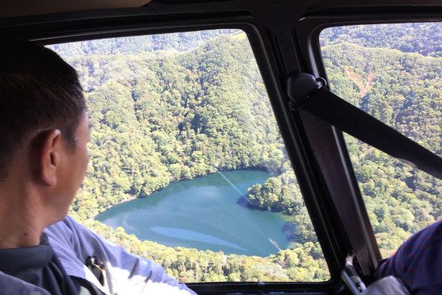 【北海道えりも町・ヘリコプター遊覧】まるで大きなハートの宝石!ヘリコプターで豊似湖を見に行こう!