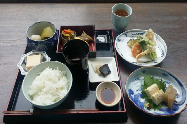 【京都市・ガイドツアー】美味しい京野菜に会いに行こう!京野菜ハイキング(ランチ付)