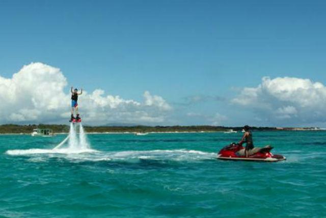【石垣島・フライボード】海上高く飛行する!新感覚のスポーツ、フライボードを体験