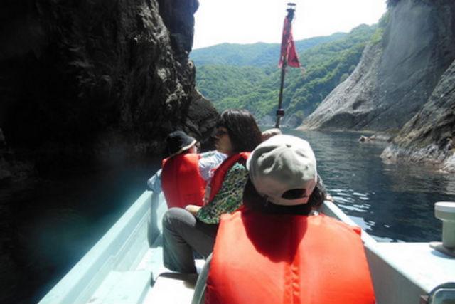 【兵庫・観光船・4人乗り】御火浦の魅力満載フルコース!釣鐘洞門に入ろう