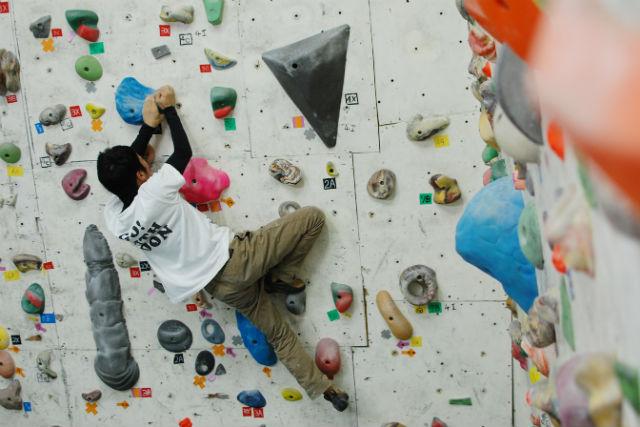 【愛媛県・四国中央市・ボルダリング】全身の力とバランスで重力に挑もう!初級講習