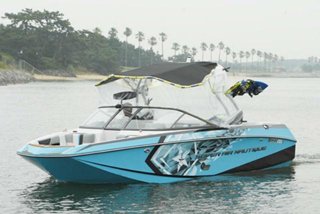 【福岡県・海の中道・ウェイクボード】様々な波を作り出せるウェイク艇で水上満喫!