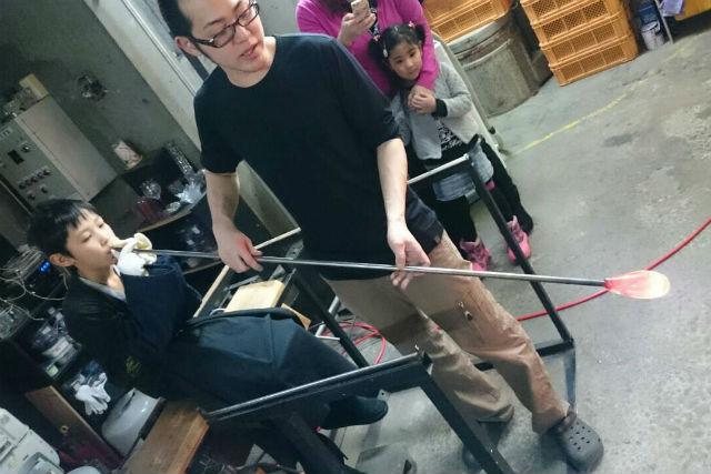 【北海道・小樽・ガラス細工】好きな色を選べます!職人のサポートで吹きガラスに挑戦