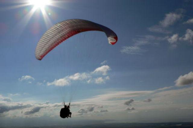 【新潟・パラグライダー】季節の絶景を空から眺めよう!爽快タンデム観光コース