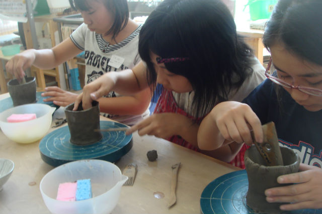 【埼玉・手びねり・陶芸体験】粘土を自由自在に操って、一点物を作ろう!