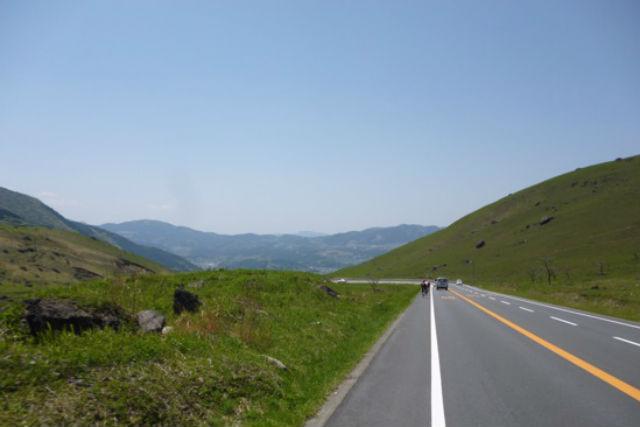 【大分・由布岳・レンタサイクル】由布岳を眺めながら自転車で走り抜けるサイクリング(湯布院方面)