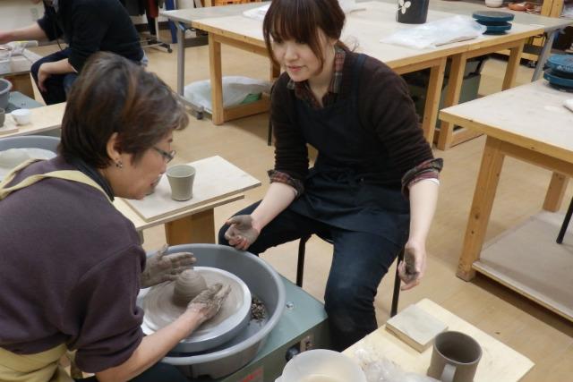【札幌・電動ろくろ】初めてでも大丈夫!憧れの電動ろくろで陶芸作品をつくろう