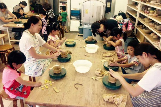 【博多・陶芸体験・手びねり】自分だけのお茶碗・お皿が作れる!駅チカの教室で手びねり体験