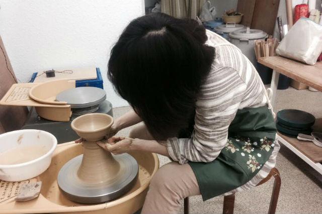 【博多・陶芸体験・電動ろくろ】気分は本物の陶芸家!駅近くの教室で電動ろくろを体験