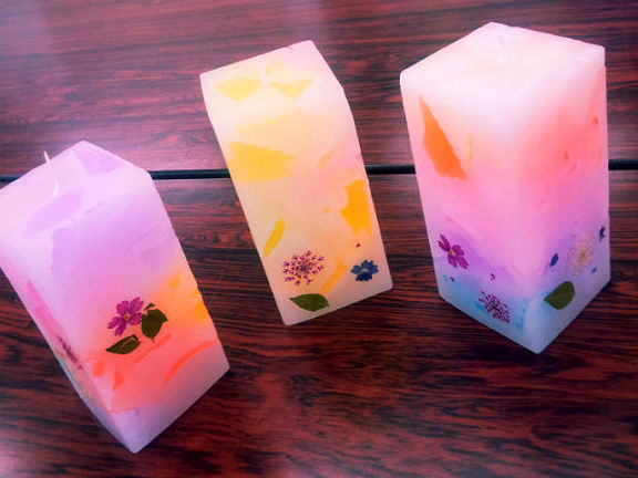 【埼玉・キャンドル作り】押し花をアクセントに、カラフルなスクエアキャンドルをつくろう!