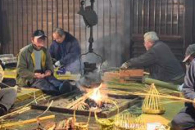【鳥取・竹細工】囲炉裏をかこんで竹を編む。かやぶき屋根の古民家でゆったり時間