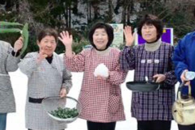 【鳥取・料理体験】釜戸から手作りできる!熊笹茶とおにぎりを、木こり気分で作ろう