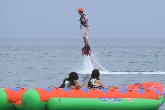 【千葉県鴨川市・フライボード】水圧を使って空を飛ぼう!開放感バツグンのフライボート!
