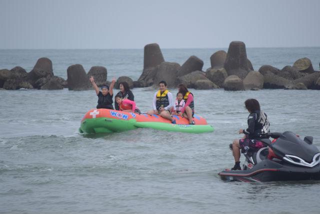 【千葉県鴨川市・バナナボート】海に来たならみんなでバナナボートに乗ろう!