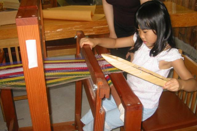 【鹿児島市・機織り体験】カタンカタンと織り上げる!初心者向け・手織り体験