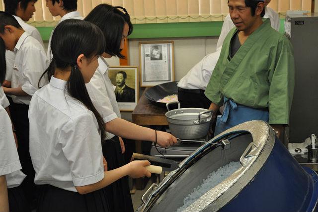 【大阪・コンペイトウ作り】可愛らしいコンペイトウをつくろう。甘い匂いにお子さまも大喜び!