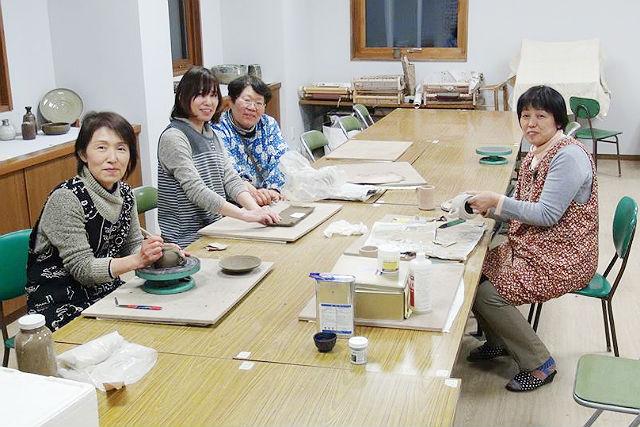 【群馬県吾妻郡・手びねり】温泉街にあるゆったりとした雰囲気の工房で、気軽に陶芸体験