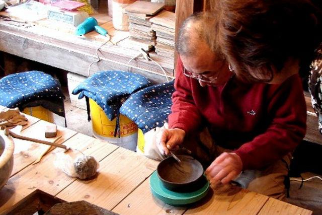 【鳥取・倉吉市・陶芸体験】倉吉ならではの釉薬が魅力!手びねり陶芸体験