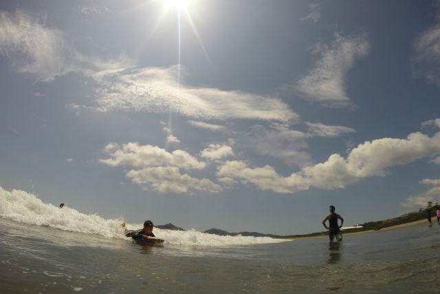 【宮崎・延岡市・ボディボード体験】まずはチャレンジ!ボディボードで波とたわむれよう