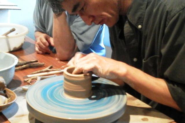 【佐賀・陶芸体験・手びねり】土のかたまりに魂を込めて!陶芸・てびねり体験