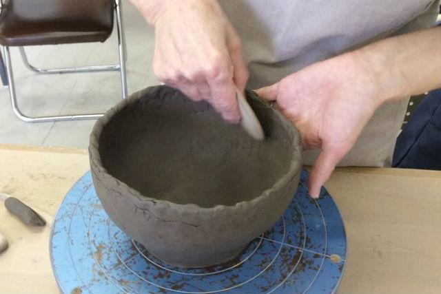 【札幌・陶芸体験】手びねりで自由にものづくり。講師が丁寧にサポートします