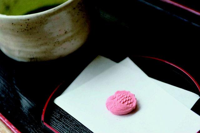 【香川・お菓子作り体験】芸術的な木型でつくる和菓子。和三盆のお干菓子作り体験
