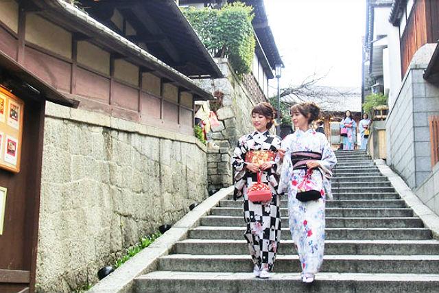 【京都・着物レンタル】振袖を着て京都観光しよう。プレミアムコース