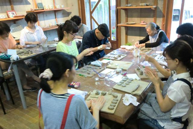【佐賀市・陶芸体験】珍しい練り上げ技法に挑戦。箸置きにもなる一点ものを作ろう