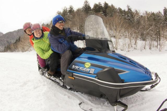 【北海道・然別湖・スノーモービル】雪景色を堪能!スノーモービル1人乗りor2人乗りプラン