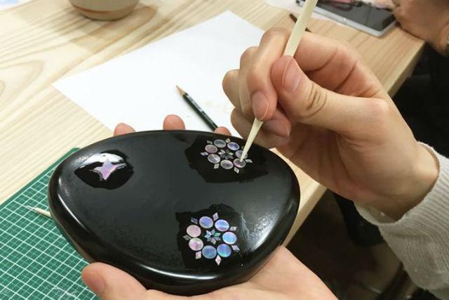 【富山・伝統工芸】高岡漆器の伝統技法、螺鈿細工でつくる自分だけのアイテム