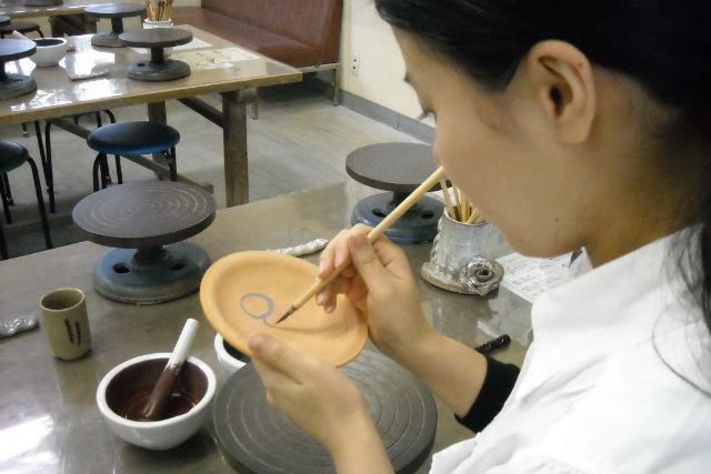 【福井・陶芸体験・絵付け】カラフルに描ける!記念品をつくれる絵付け体験コース