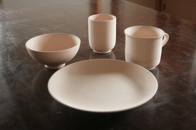 【福岡・陶芸・絵付け】素焼きの陶器に絵や文字を入れて、思い出の作品に!