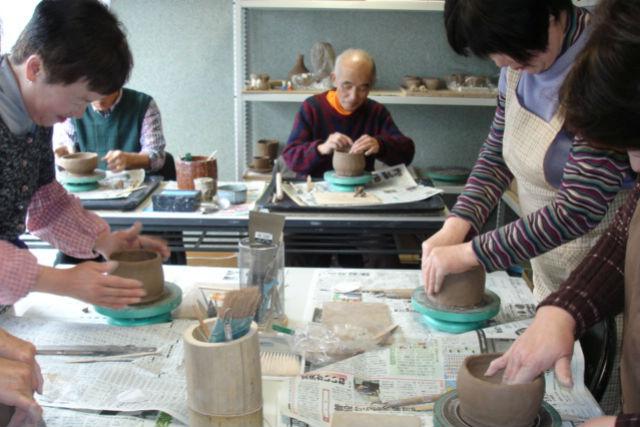 【石川・加賀市・陶芸】手作り感あふれる作品が完成!日本伝統の焼き物、楽焼を体験しよう