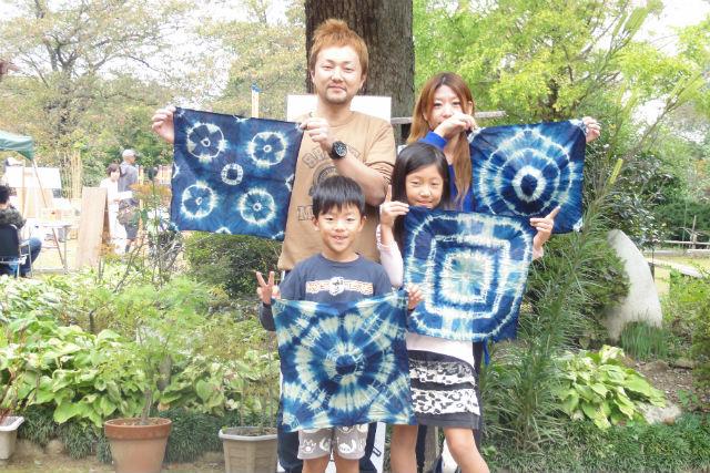 【滋賀・藍染め体験】伝統工芸士に教わろう!自然素材を肌で感じる藍染め体験