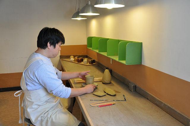 【栃木・陶芸体験・手びねり】本場・益子で手びねり作陶!きれいな教室でゆったり陶芸体験