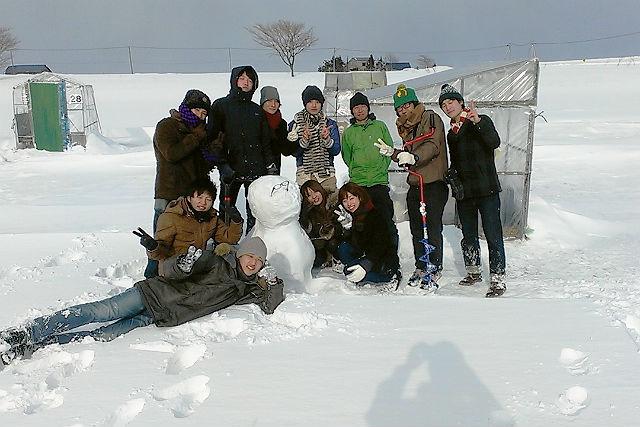 【札幌・ワカサギ釣り】あったかストーブの釣り小屋!源泉かけ流し温泉と地元食材ランチ付き