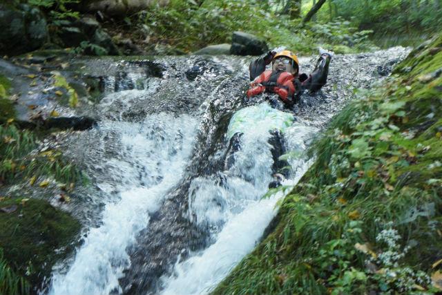 【岩手・久慈・シャワークライミング】緑の渓流で暑さを吹き飛ばす!ファミリーにも最適な夏季限定ツアー★写真プレゼント