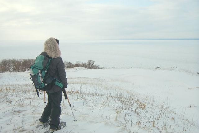 【北海道・知床・スノートレッキング】静寂な空気が漂う雪と氷の世界!知床五湖を巡るツアー