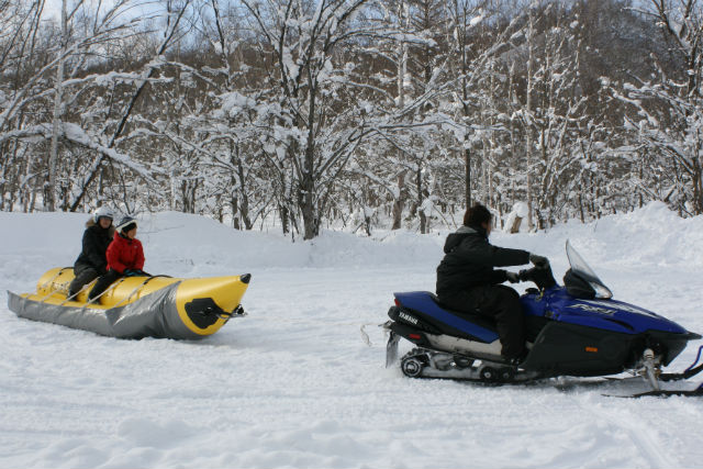 【札幌・犬ぞり・バナナボート】ハスキー犬に癒され、バナナボートに絶叫!雪あそび充実プラン
