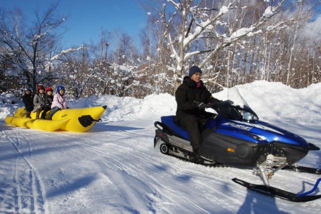 【札幌・スノーモービル・バナナボート】爽快でスリリングな雪遊び!子どもからお年寄りまで大歓迎です