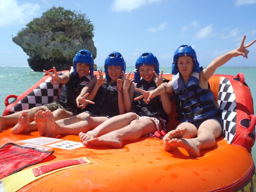 【沖縄南部・バナナボート】沖縄の海で遊ぼう!バナナボート&ビックマーブルプラン