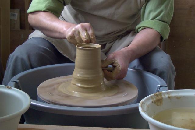【千葉・陶芸体験】実績ある陶芸教室で手びねり&電動ろくろ!熟練の講師から指導が受けられます