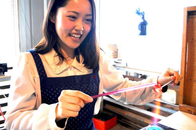 【沖縄・読谷村・ガラス細工】琉球ガラス工房で、オリジナルのとんぼ玉を作ろう!