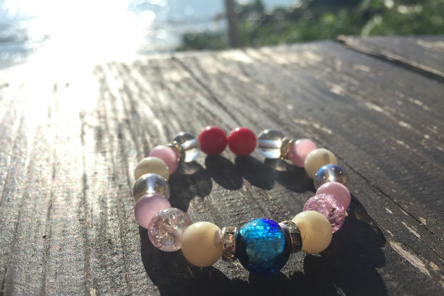 【沖縄・アクセサリー作り体験】海の宝石!蛍石とパワーストーンでブレスレット作り