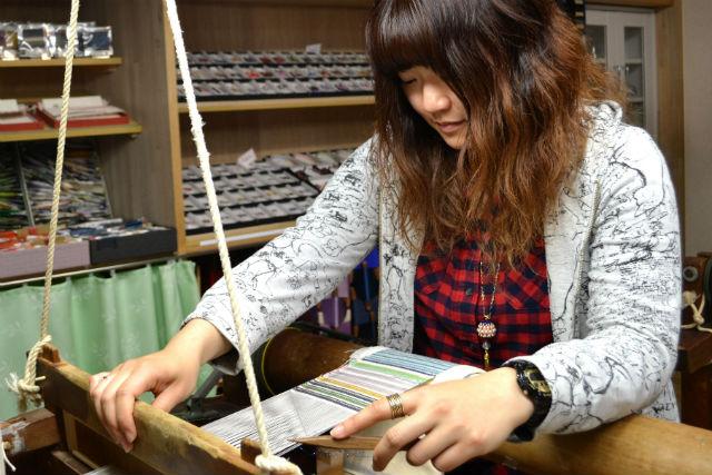 【京都・機織り体験】絹糸で織る魅惑の逸品。自分に似合うアクセサリーを作ろう