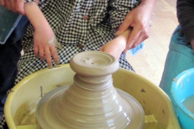 【大分・陶芸・電動ろくろ】里山生活が味わえる旧分校へ!電動ろくろで陶芸体験