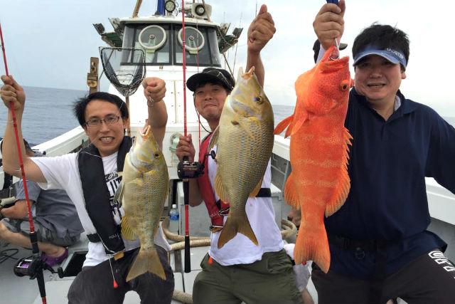 【宮古島・釣り・貸切り半日】釣りを通して笑顔になれる!手ぶらで体験五目釣り!