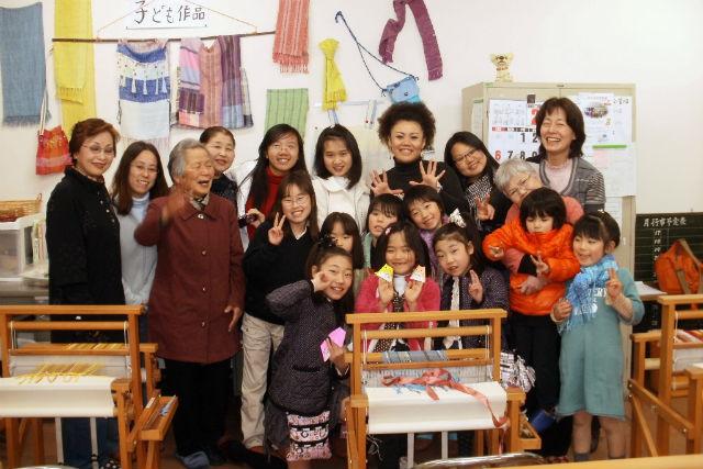 【山梨・大月市・織物体験】大月みやげに、手作り作品をプラス!織物&とんぼ玉制作体験